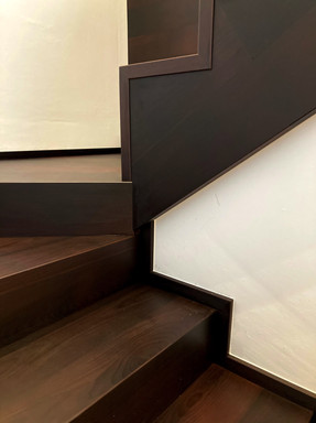 bukové schody a boční olištování schodni