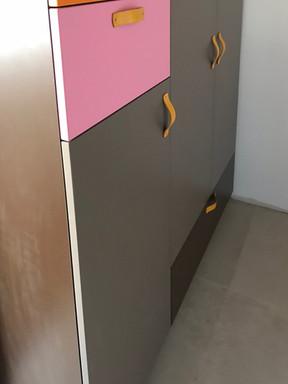 barevné šatní skříně.jpg