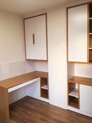 bílý byt a pracovna s psacím stolem.jpg