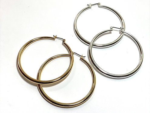 CONFIDENT (GOLD HOOPS)