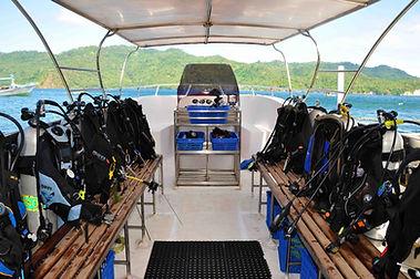 dive_boat_inside2.jpg