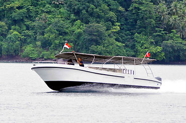 div_boat_outside2.jpg