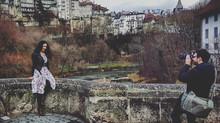 Mit Miss Suisse Lauriane Sallin durch die Gassen von Fribourg
