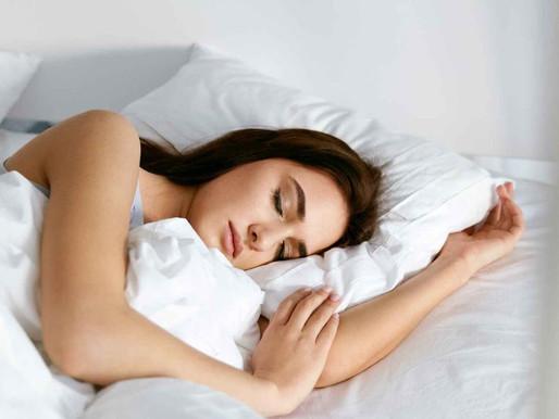 Dormir após a refeição engorda? Fazer a sesta faz bem?