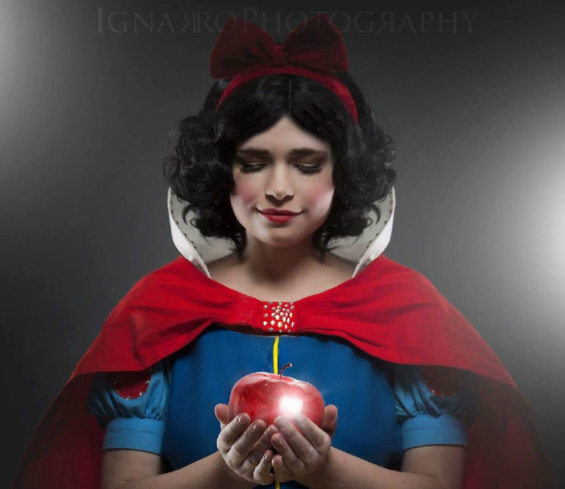 Snow White Apple.jpg