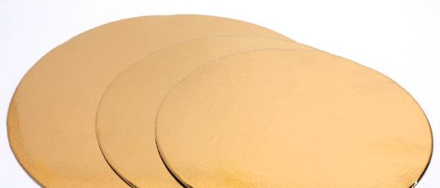 """תחתיות זהב דקות לעוגה קוטר 22 ס""""מ - 50 יחידות"""