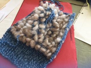 Mitaines lardées tricotées à plat.