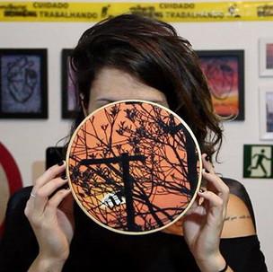 bordado de uma fotografia do pôr do sol | depois das seis.