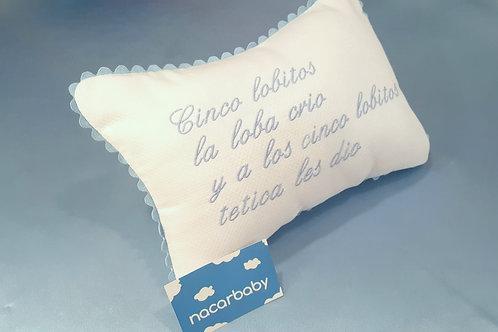 """Cojín Antivuelco para bebé: """"...a los cinco lobitos tetica les dio"""""""