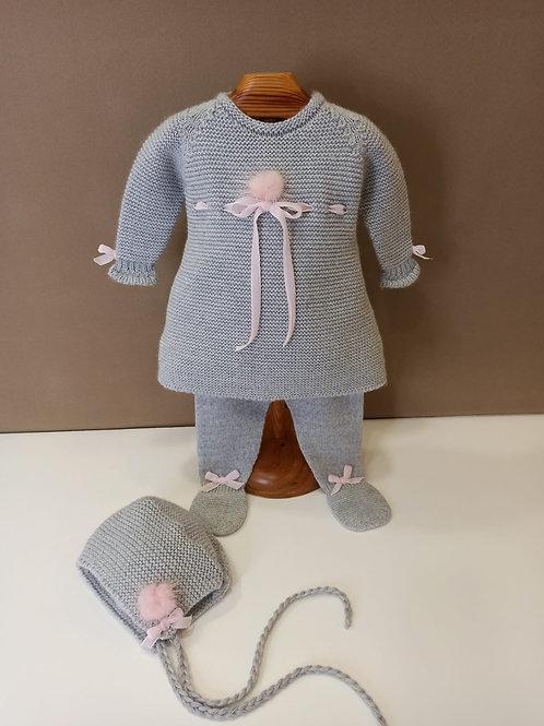 Vestido de punto gris con rosa lana merino