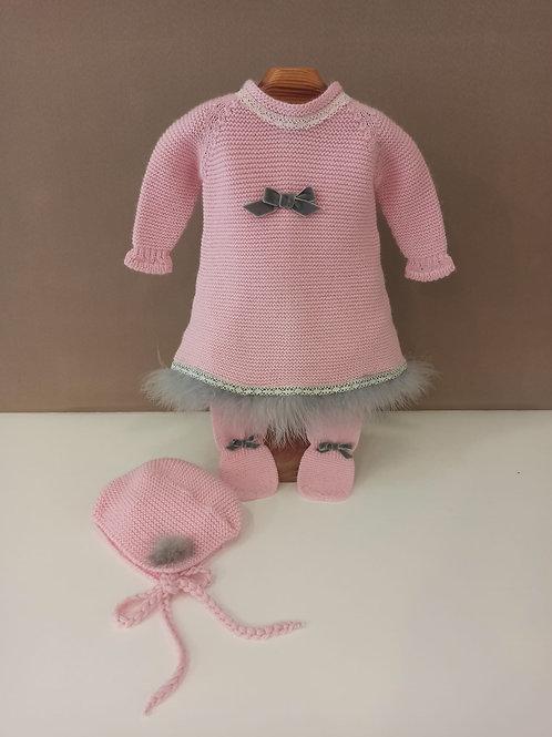 Vestido en punto rosa con plumas en gris lana merino