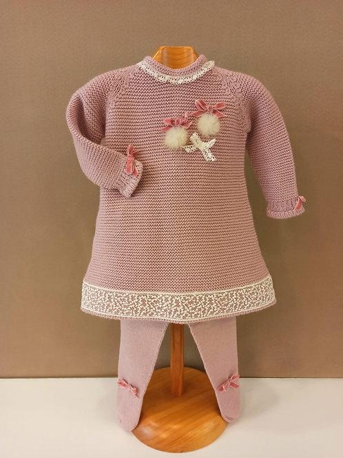 Vestido rosa empolvado modelo lazos y pompones