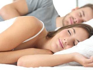 Sommeil et sophrologie : comment bien dormir quand on est à deux ?