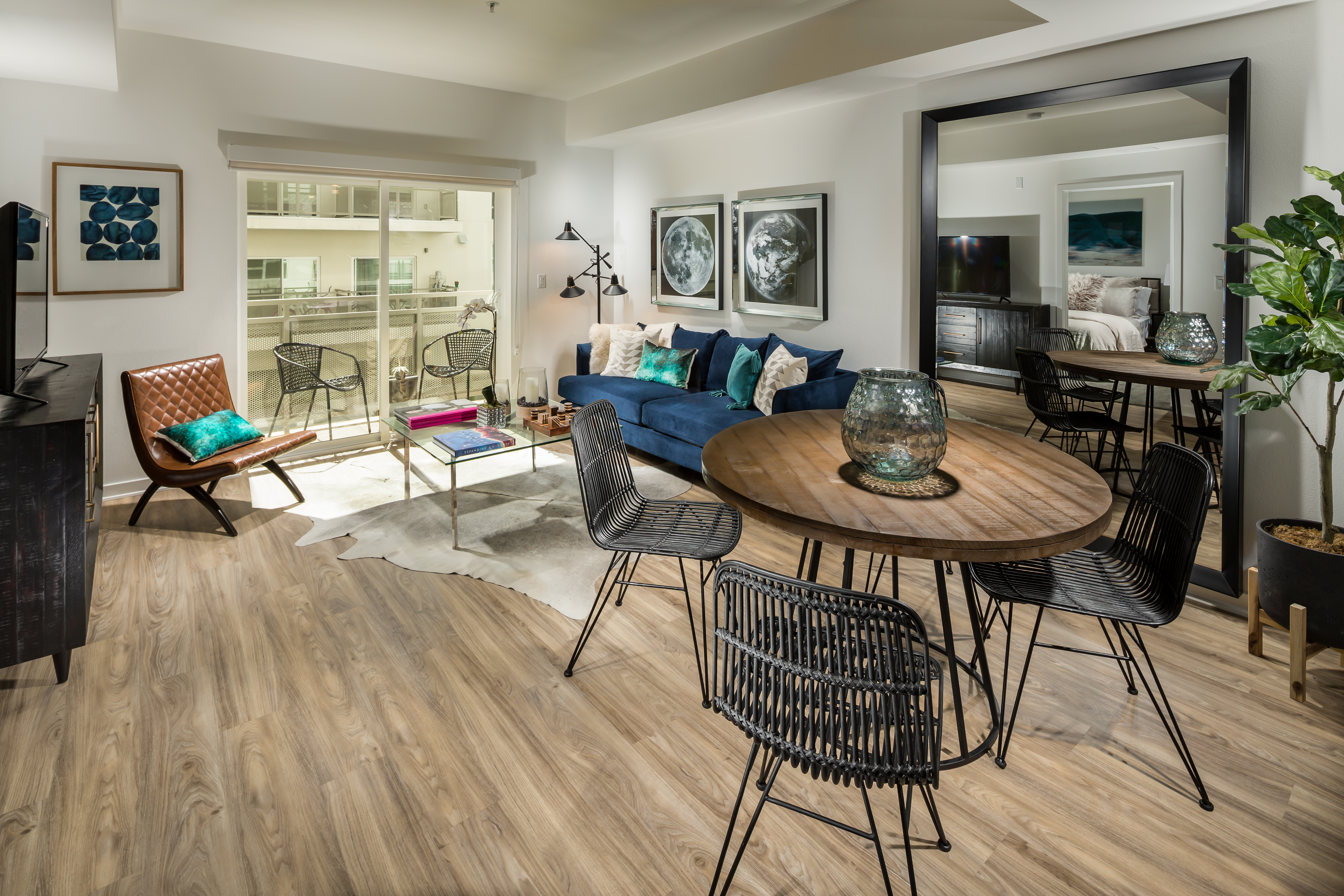 Onyx Apartments living space and dining area