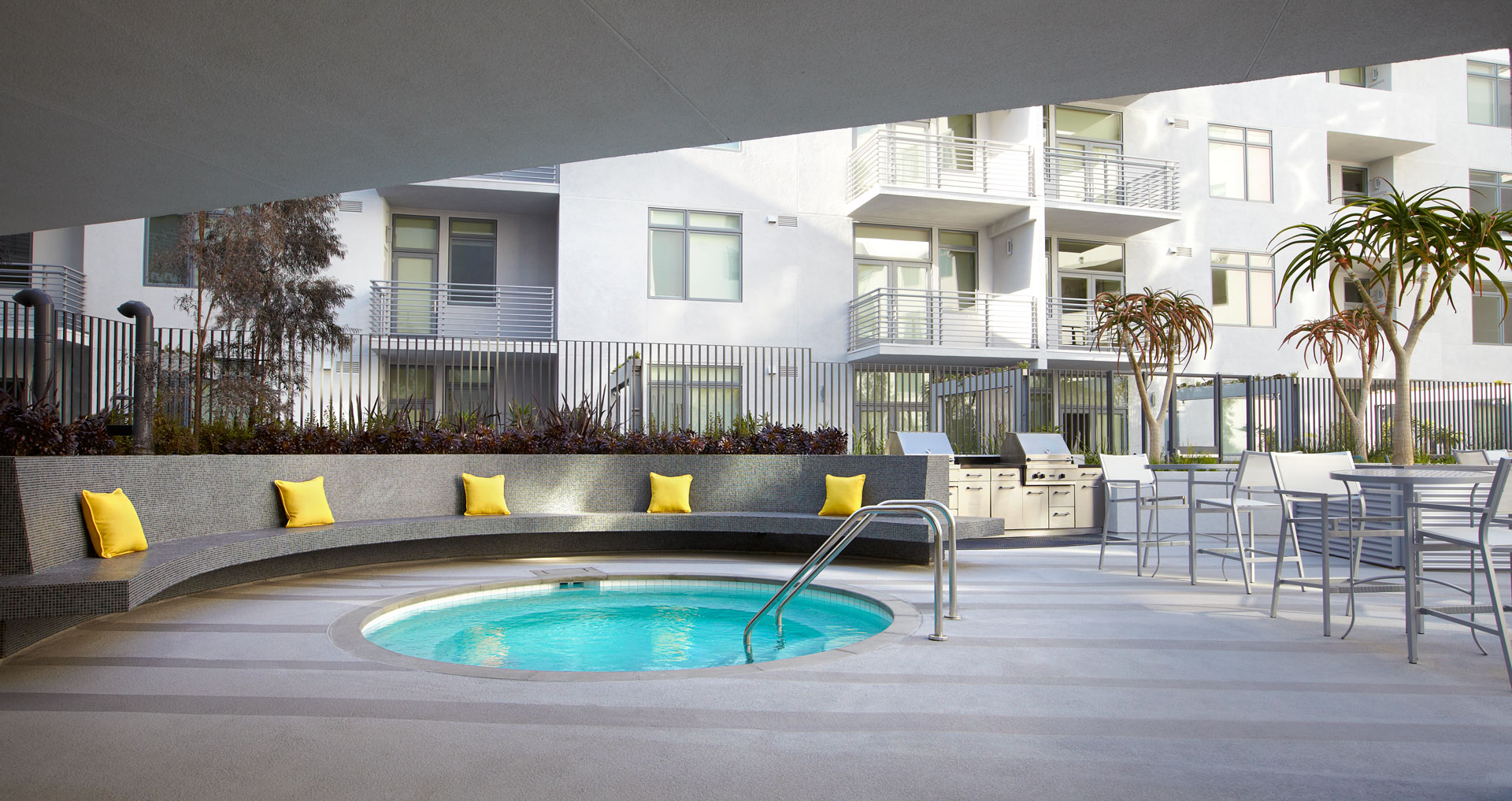 The Avenue outdoor area with jacuzzi