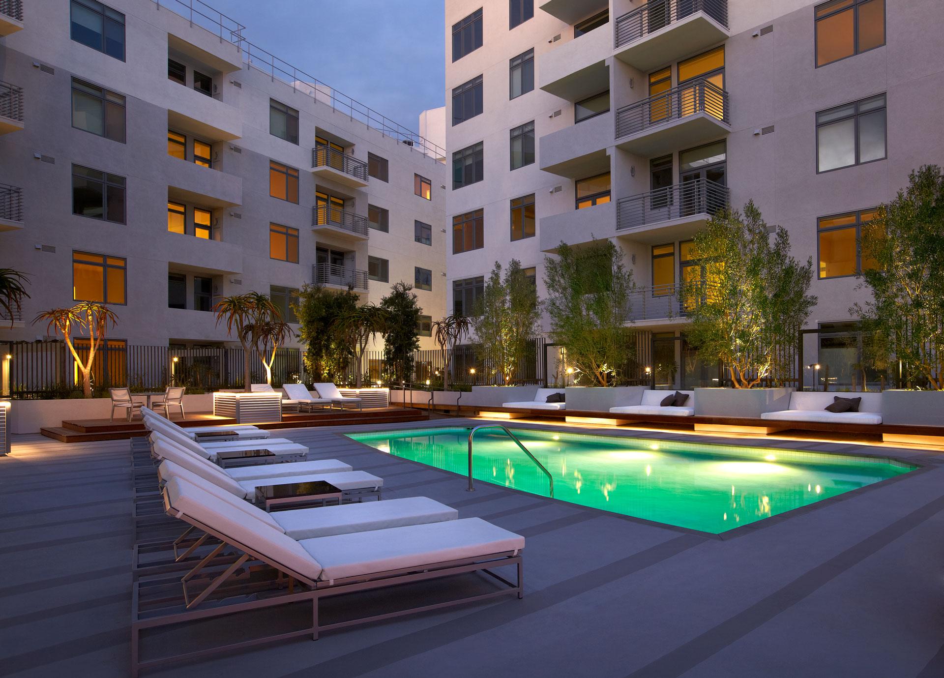 The Avenue courtyard pool