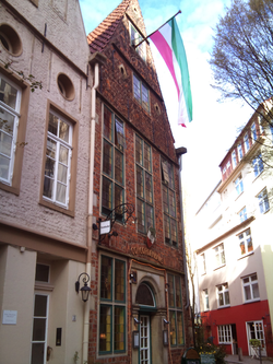 Unser Haus - beflaggt