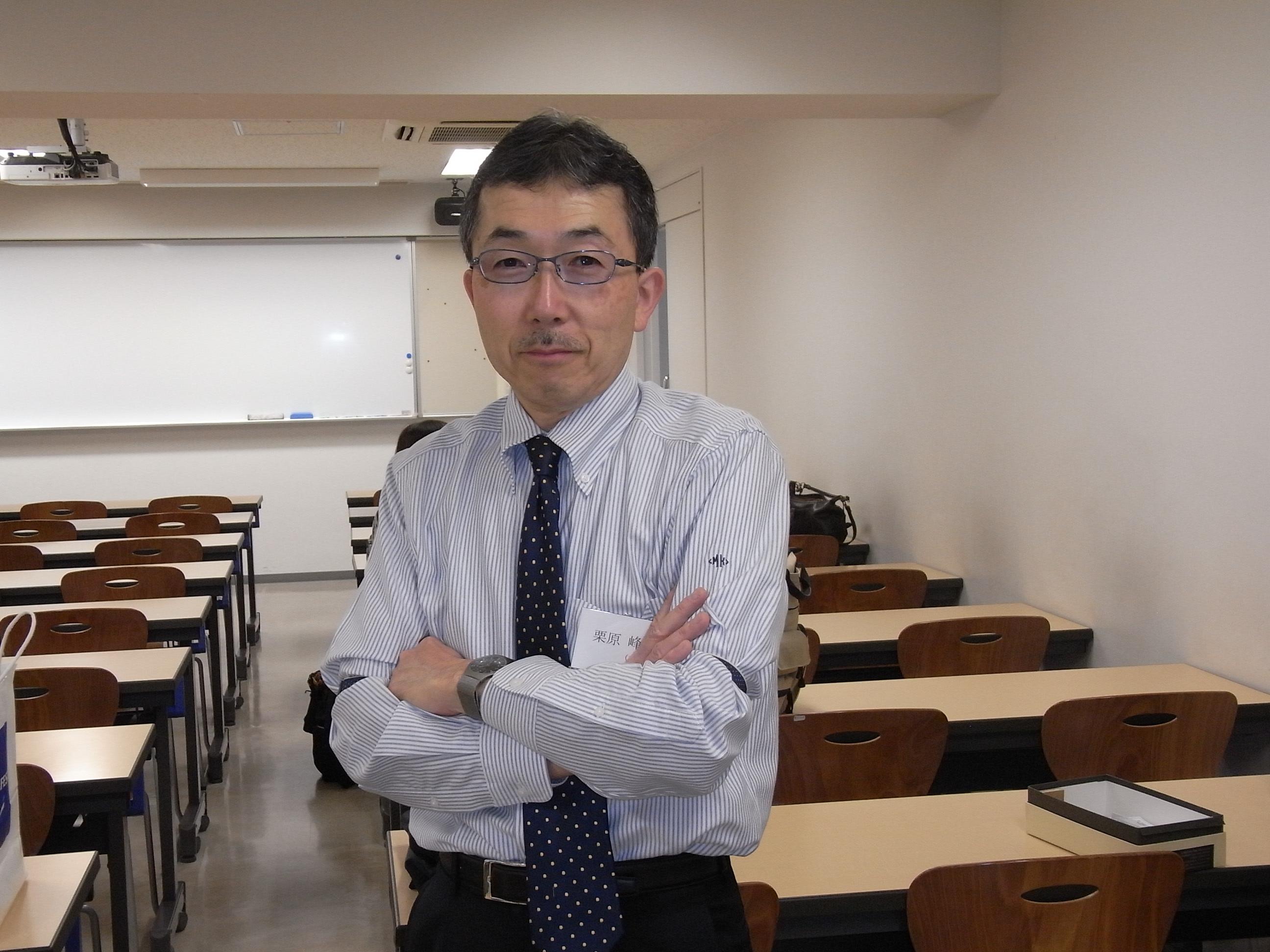 2015年度教育学科同窓会会員大会_開始前スナップ1(栗原会長)