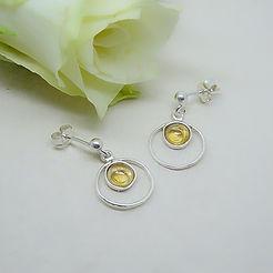 Zilveren hamerslag motief oorbellen met citrien steentjes
