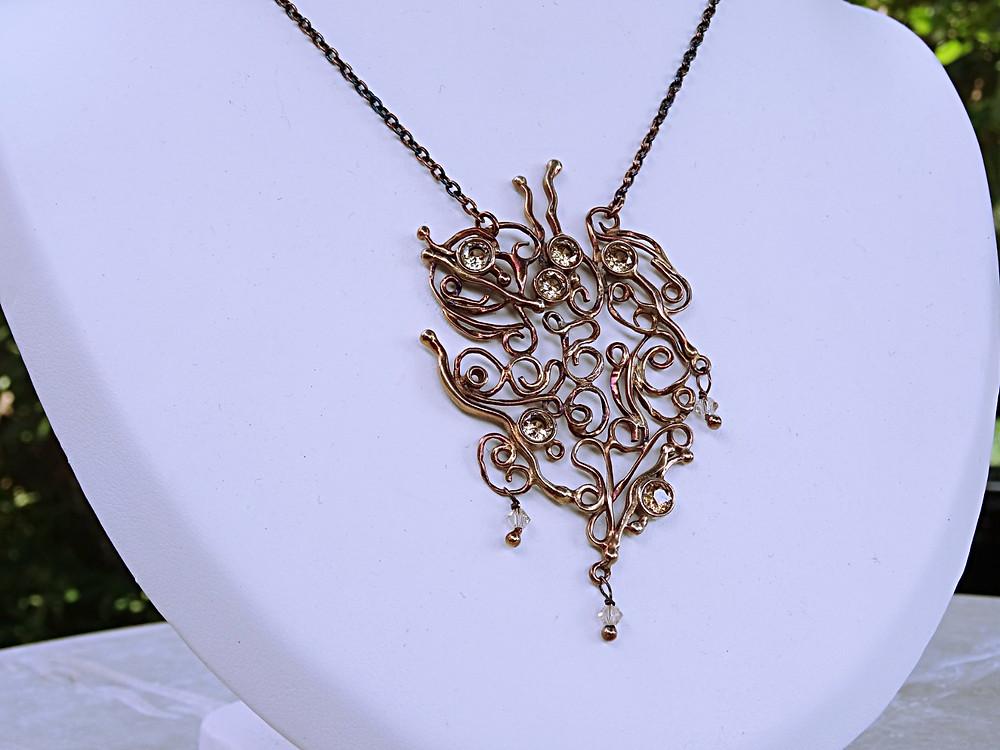 Prachtige halssnoer uit 925 zilver met Zirconia edelsteentjes en bronze patine.