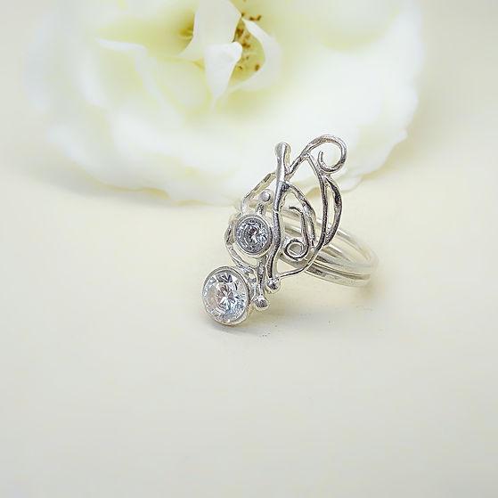 Zilveren feeerieke ring met kristallen swarovski steentjes