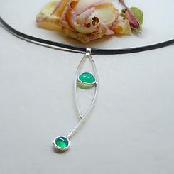 Zilveren hanger met groene onyx edelsteen