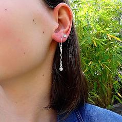 Fijne organsche zilveren oorbelletjes me swarovski steentjes