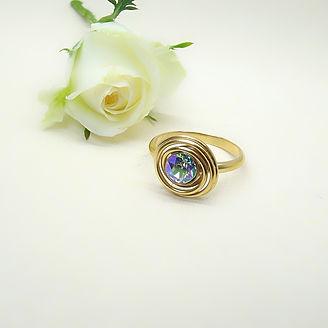 Verguld zilveren spiraal ring met regenboog Swarovski steen
