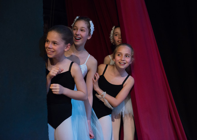 BACKSTAGE / SWAN LAKE PRODUCTION / BALLET SCHOOL