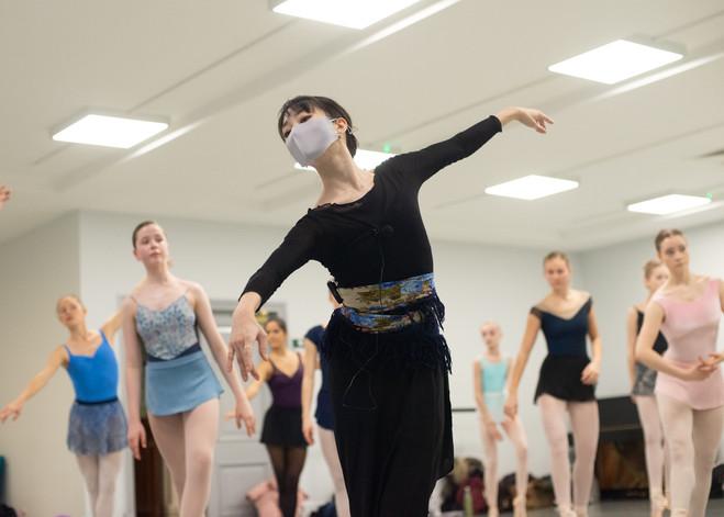 BALLERINA SERIES INTENSIVE WITH AKANE TAKADA / BALLET ARTS PROJECT
