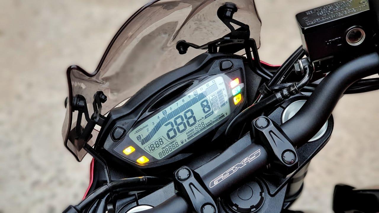 SUZUKI GSX S750