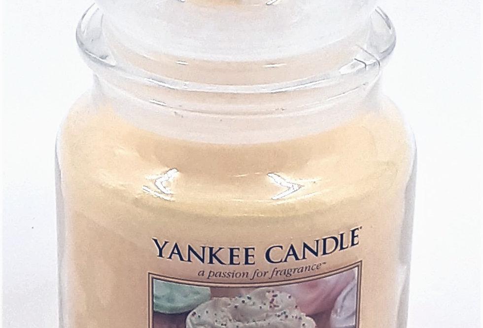 Vanilla Cupcake Candle - Yankee Candle