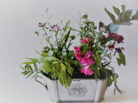 שלושה טיפים פרקטיים לעיצוב השולחן עם פרחי בר