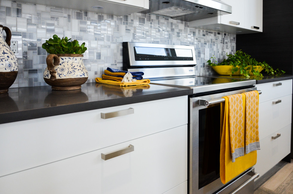 09-Distinct-Show-Home-Aug-2016-quartz-modern-home-high-end-luxury-countertops-faucets-fixtures-design-regina-showhome-flooring-tile-granite-designer.jpg