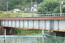 誕生寺川第4鉄橋を渡る津山行、やがて田園風景が