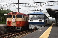 貨物列車との並び