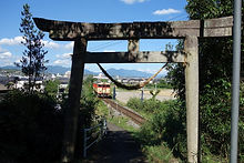 鳥居と津山線 佐良神社.jpg