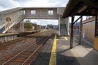 駅構内と跨線橋