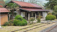 美作河井駅舎 ホーム側外観