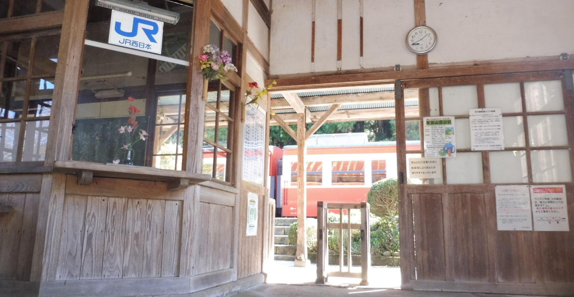 レトロな駅舎とノスタルジー