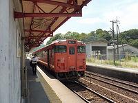 2番線停車中の折り返し列車