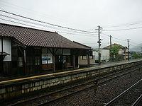 建部驛駅舎