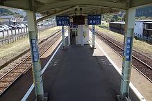 笹津駅ホーム 跨線橋階段から