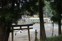 鳥居と津山線 瀧川神社.jpg