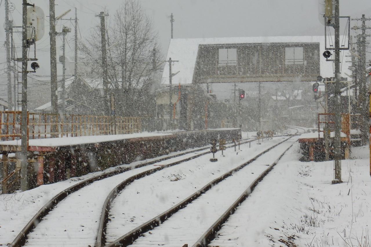 雪の弓削駅 2017-1