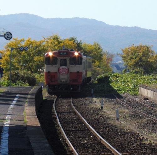 高野に進入する列車