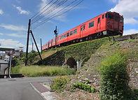第四避溢橋を行く列車
