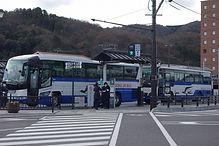 津山駅前バス乗り場6に並ぶリレーバス
