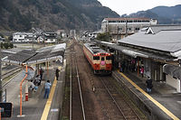 1-2017-3-10   雛まつり列車勝山着  .jpg