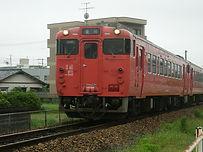 築堤を行く列車